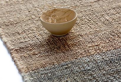 detalle de alfombra Cumellas de fibras naturales en Matèria